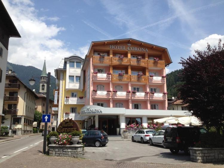 hotel corona wellness pinzolo esterno estate