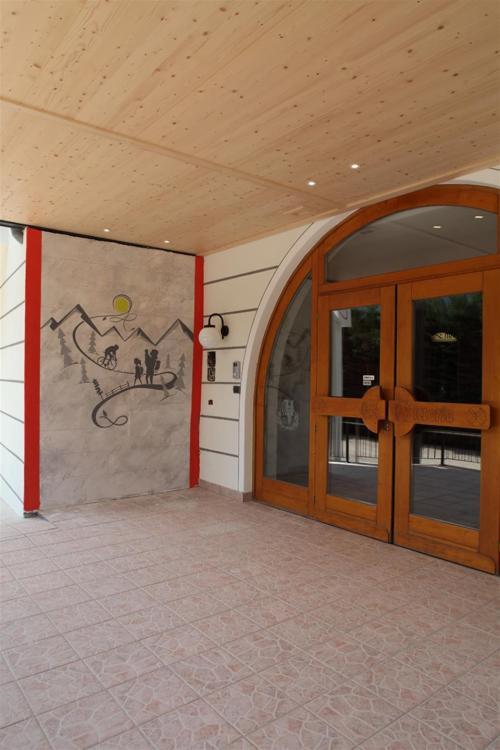 Entrata Hotel Vittoria Dimaro Val di Sole