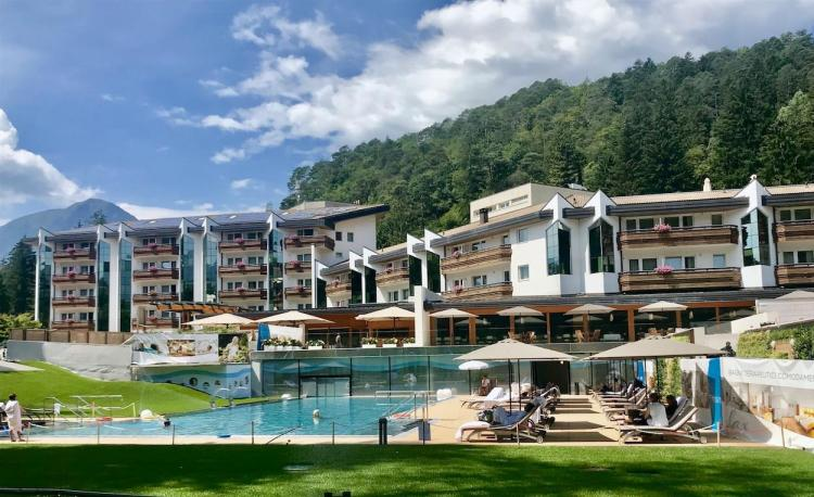 grand hotel-comano terme-vista esterna