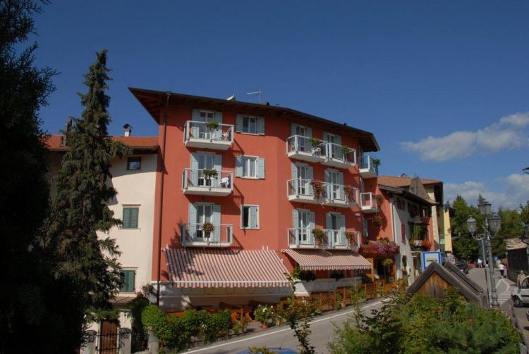 Hotel 4