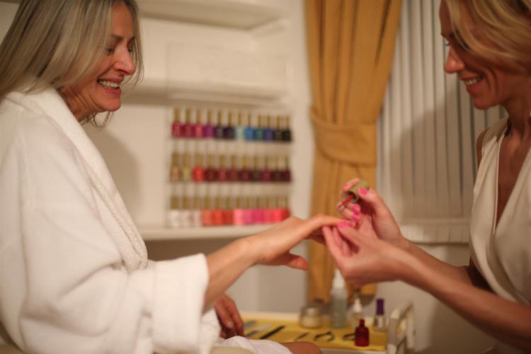 ASH_beauty_treat_manicure