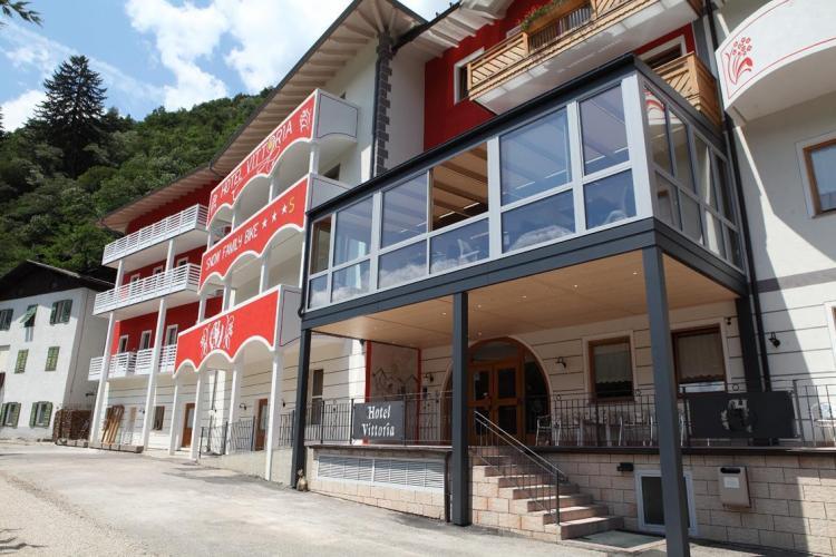 Facciata Hotel Vittoria Dimaro Val di Sole
