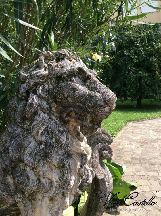 Statua in giardino - B&B Vista Castello