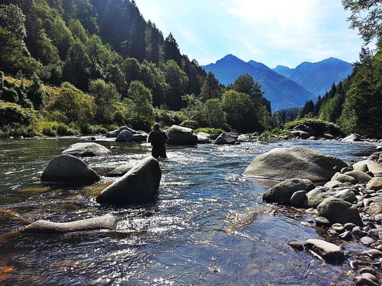 Pescare sul fiume Sarca