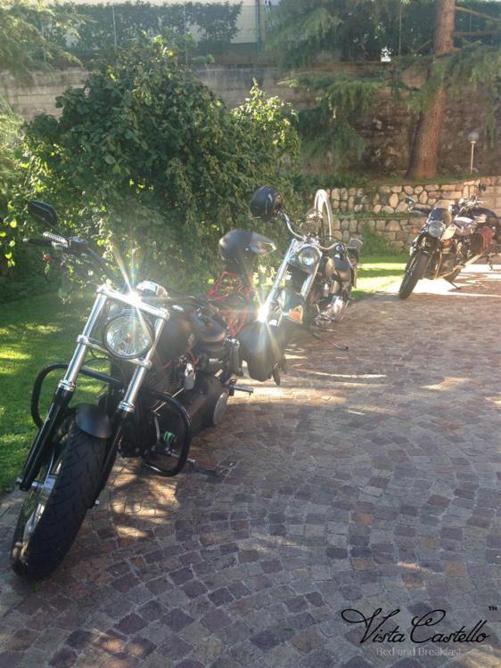 Spazio per motociclette - B&B Vista Castello
