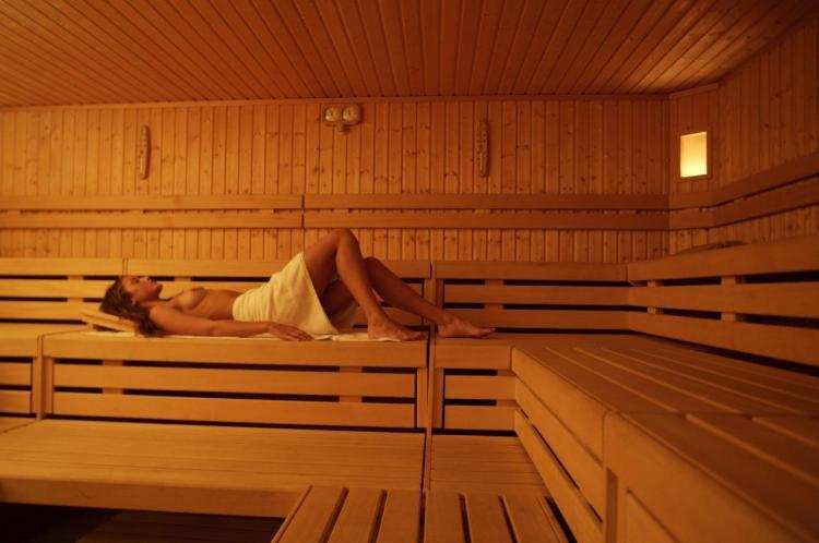 sauna finlandese e biosanuna alle erbe alpine