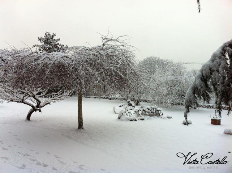 giardino-neve02-vista-castello