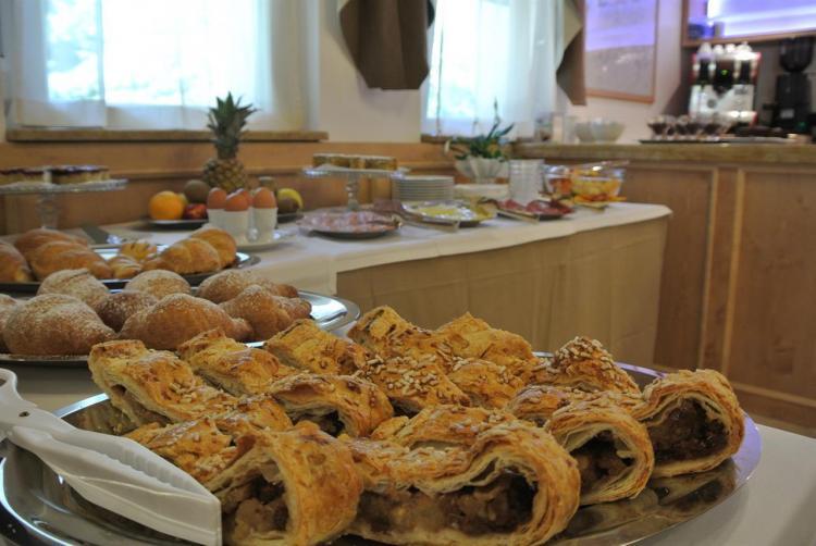 strudel colazione miralago