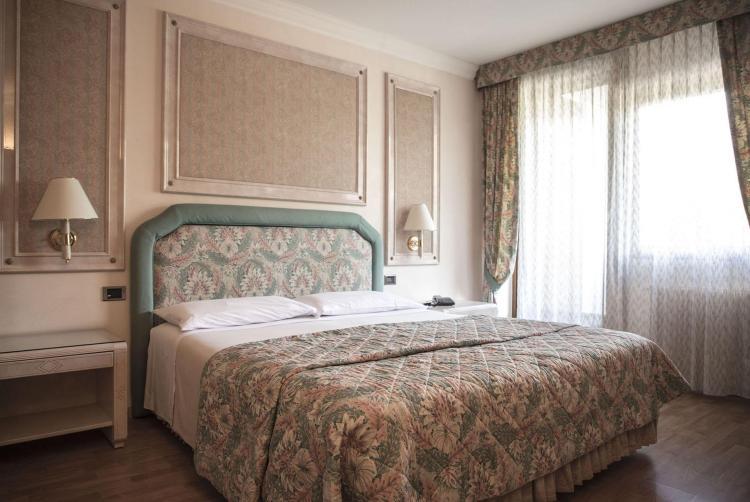 Camera Comfort, hotel a Comano Terme
