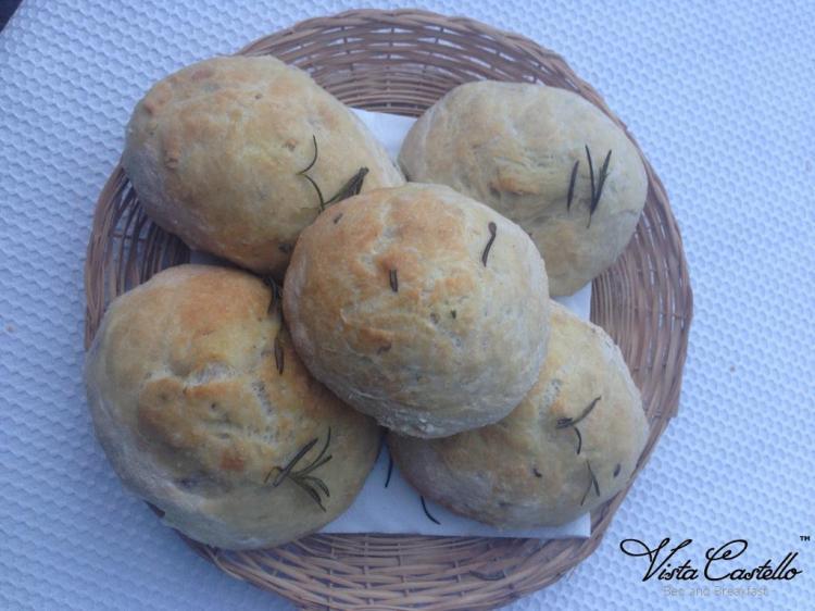 Colazione con pane fatto in casa