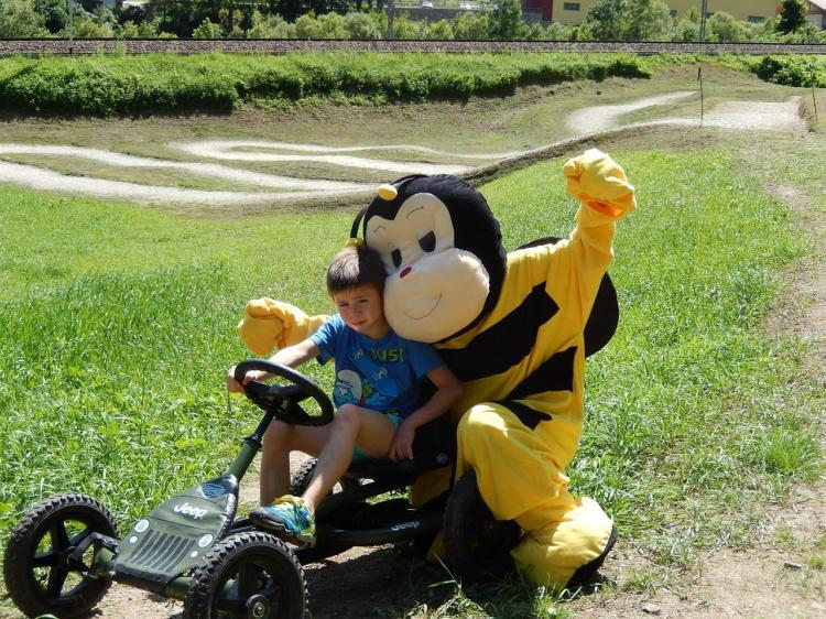 Bee Funny mascotte Hotel Vittoria Dimaro