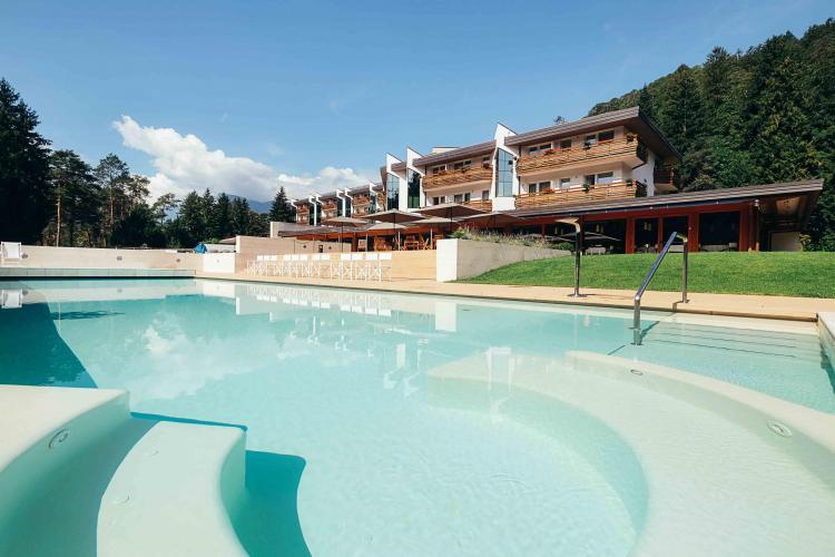 piscina-esterna-grand hotel-comano terme-
