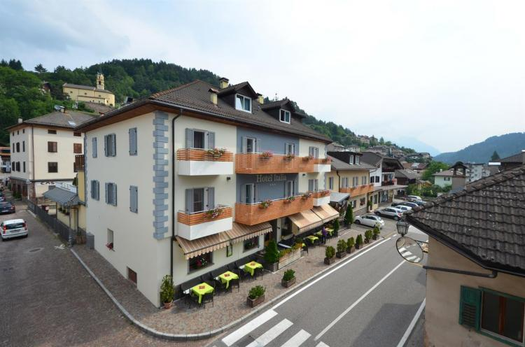 esterno estate hotel italia molina di fiemme