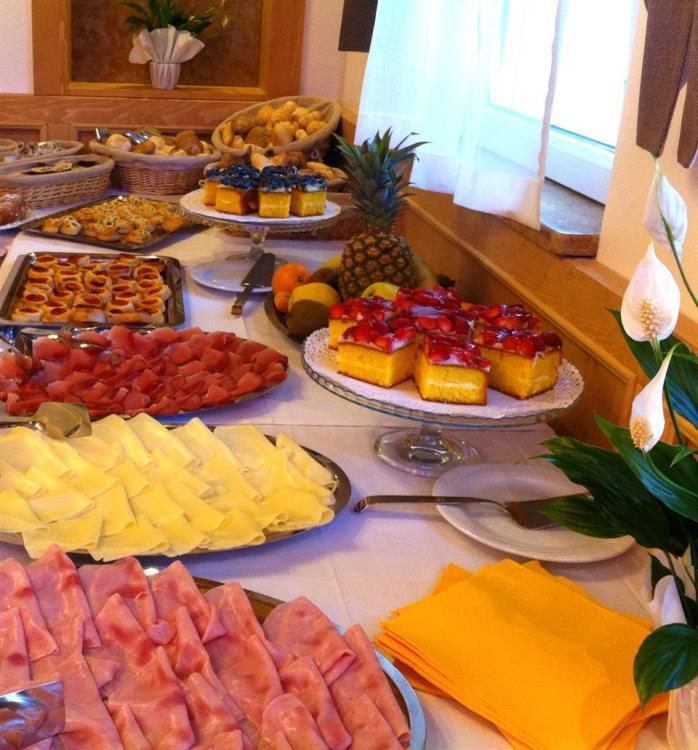 colazione hotel miralago trentino