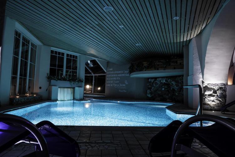 piscina notturna
