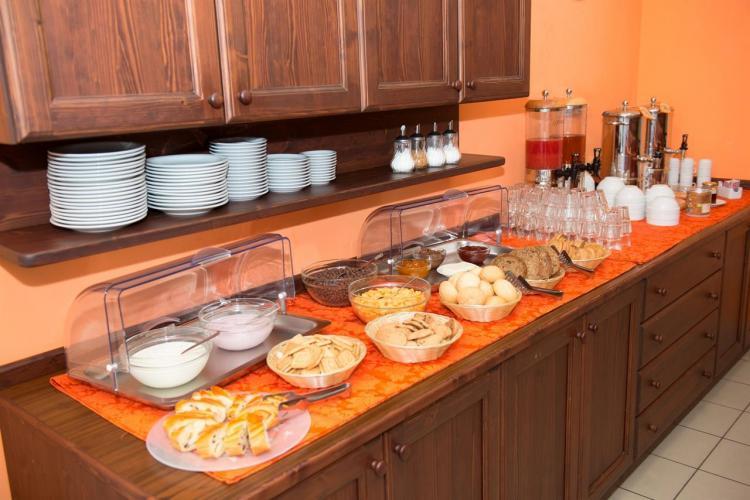 ostello-sala-da-pranzo (1)