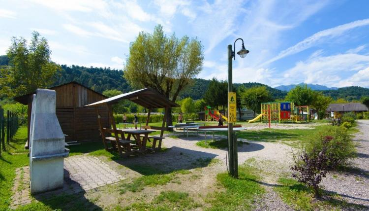 Bbq area e giochi Campeggio levico