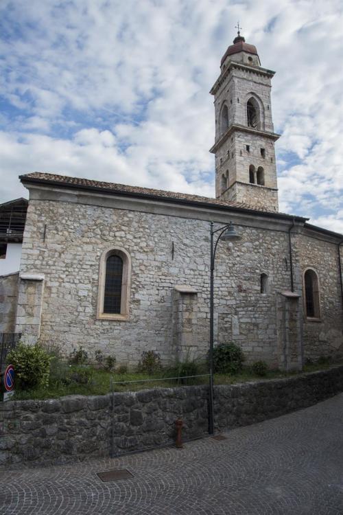 Piazza paese Dorsino