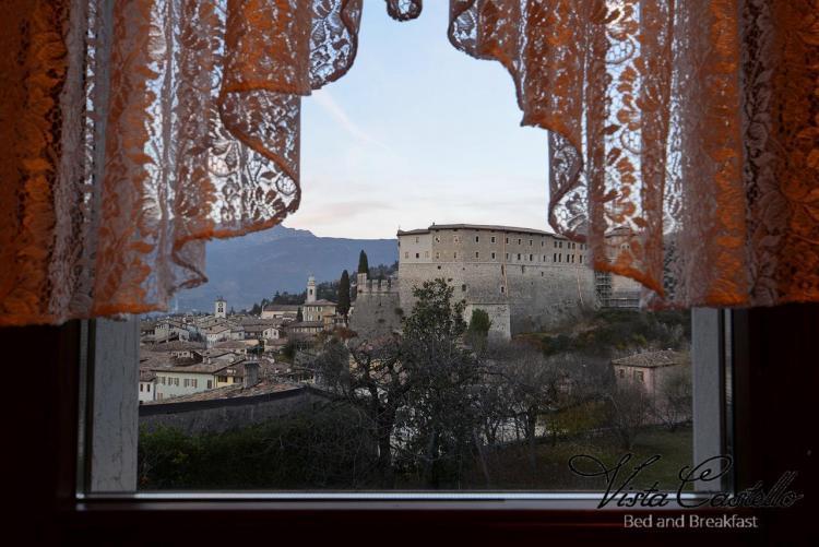 Vista sul castello dalla camera B&B Vista Castello