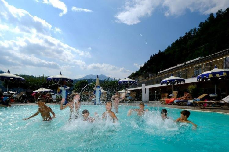 piscina schizzi