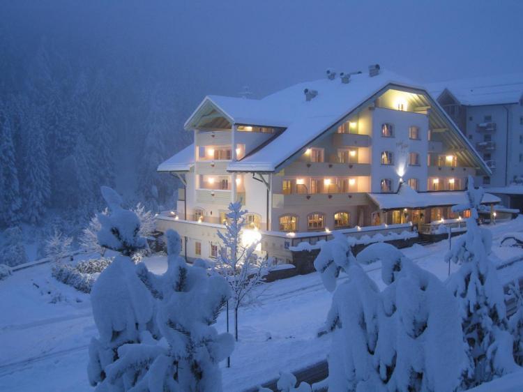 01  albergo invernale notturna