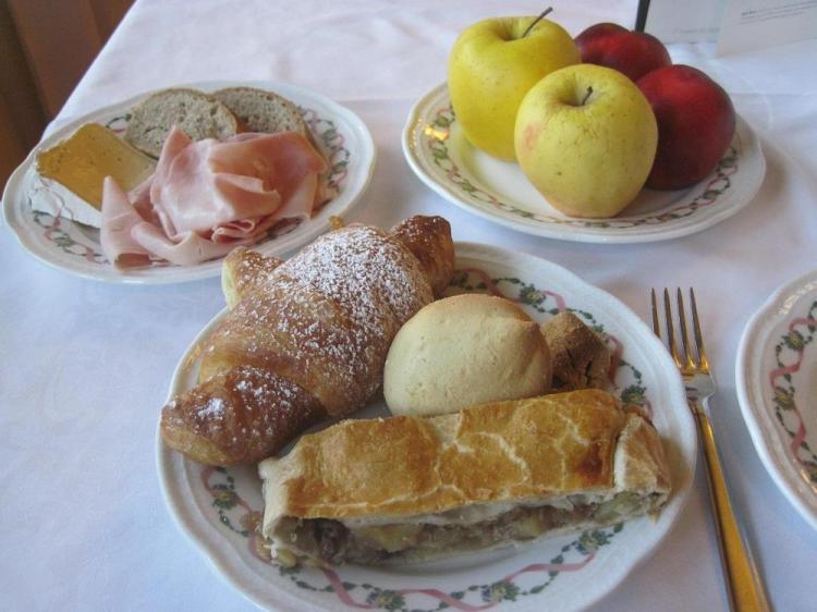 colazione Comano Cattoni