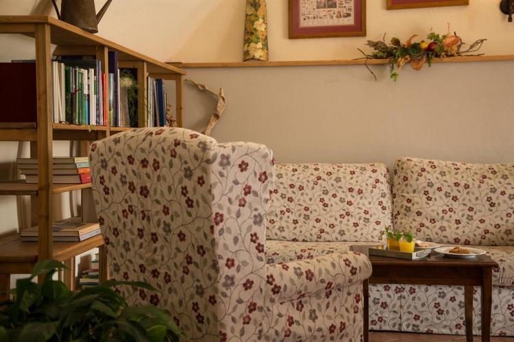 L'angolo lettura con la libreria