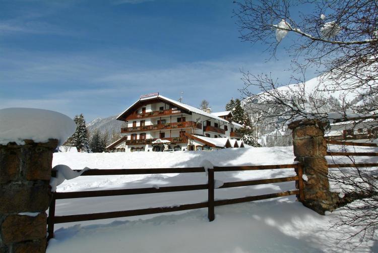 hotel torretta esterno inverno