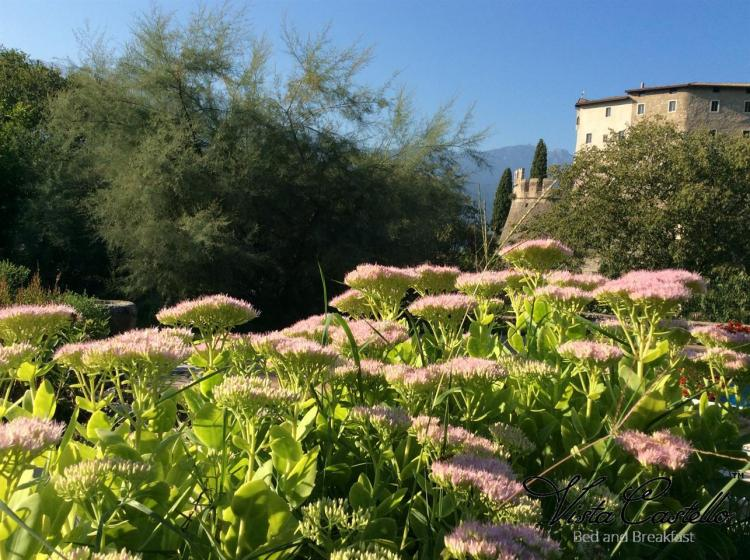 Vista Castello dal giardino - B&B Vista Castello
