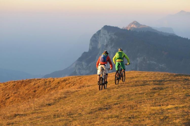 Bikers sul Monte Casale, dalle Dolomiti al Garda