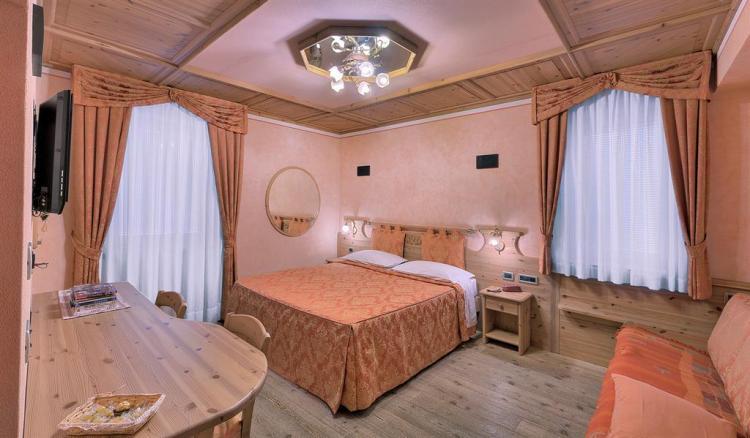 Affittacamere Jolly_Dimaro_Camera da letto