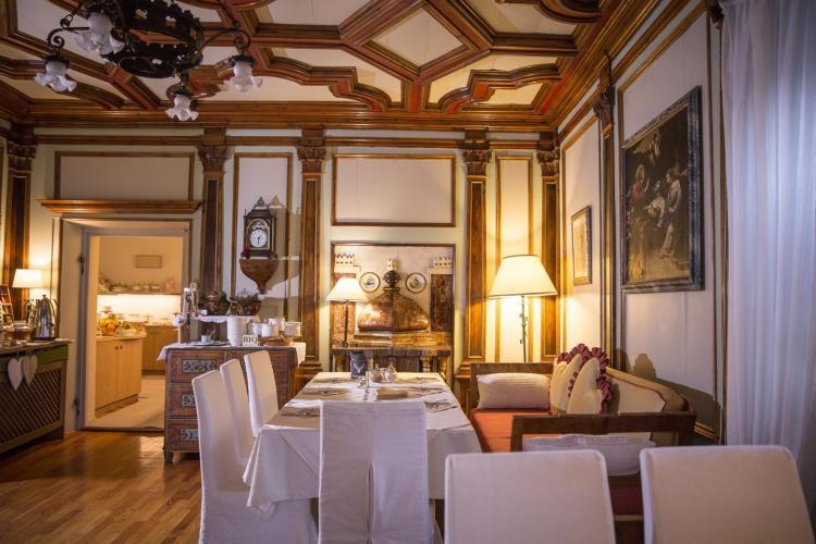 Sala seicentesca nell'hotel romantico a Cavalese