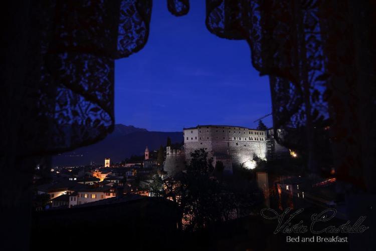 Vista sul castello di notte - B&B Vista Castello