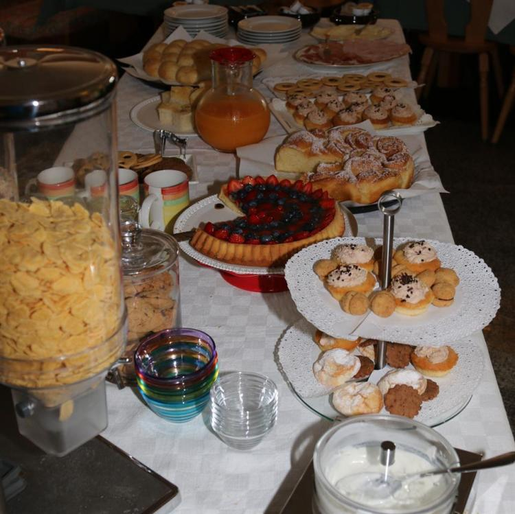 Jagerhaus_Pellizzano_colazione
