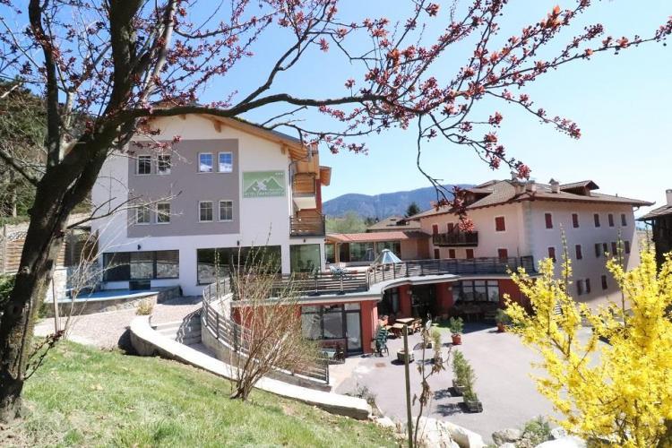 hotel-margherita-rumo-panoramica-esterno-hotel-in-