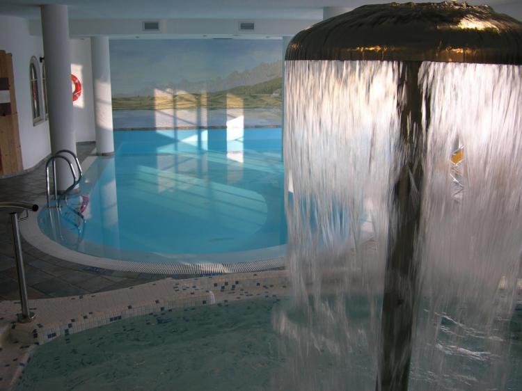 Piscina interna e piscina idromassaggio